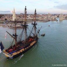 En provenance de Rochefort, l'Hermione entre dans La Rochelle - Ph : JD(...)