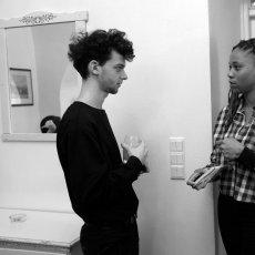 Emmelyne Octavie et un lycéen tchèque © Arnaud Galy - Agora francophone