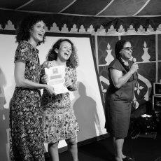 Charlotte Boimare (g) et Magali Solignat (d) reçoivent dans la joie le Prix(...)