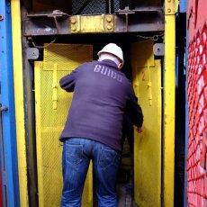 Ascenseur... 350m... la routine pour les mineurs, pas pour les invités(...)