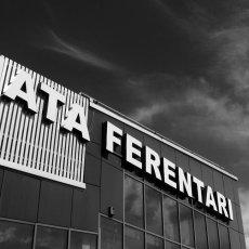 Malgré ses dimensions relativement modestes, ce centre commercial est le(...) © Sylvain Moreau - REGARD - www.regard.ro