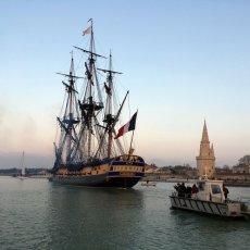 L'Hermione quitte La Rochelle - Ph : RivaCom