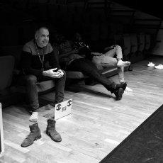 Jérôme Richer, à quelques heures de la représentation... derniers réglages(...) © Arnaud Galy - Agora francophone