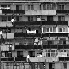 Située sur la rue Prelungirea Ferentari, cette barre d'immeuble est,(...) © Sylvain Moreau - REGARD - www.regard.ro