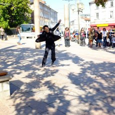 Seifeddine Manaï, M.A.K.T.O.U.B dans les rues... - Ph : A. Galy -(...)