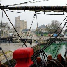 Ciel gris sur La Rochelle mais soleil dans les têtes ! - Ph : Arnaud Galy -(...)