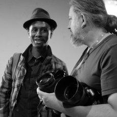 Hakim Bah, auteur guinéen prêt à se faire immortaliser ! Ph : Arnaud Galy -(...)