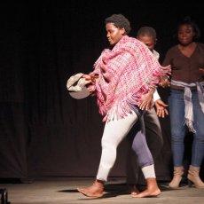 """""""Debout un pied"""" à Porto Novo au Bénin au Centre OUADADA Aimablement prêtée par Sufo Sufo"""