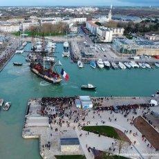 L'Hermione accoste dans le port de La Rochelle - Ph : JD Lamy -(...)