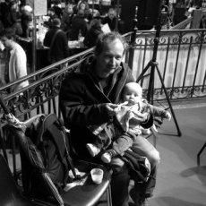 Il faut commencer jeune à déambuler au festival ; la BD ouvre l'appétit(...) © Arnaud Galy